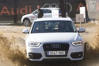 Los jugadores del FC Barcelona ponen a prueba al nuevo Audi Q3 en un un exigente circuito 4x4