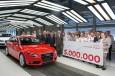 Im Werk Ingolstadt rollte am 30. Maerz 2011 der fuenfmillionste Audi A4 vom Band - ein Audi A4 Avant 3.0 TDI quattro in Misanorot. Dieser Produktionsrekord ist beispielhaft fuer eine Erfolgsgeschichte, die 1994 mit Einfuehrung der Modellbezeichnung A4 beg