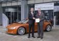 Audi treibt seine Aktivitaeten in der Elektromobilitaet weiter voran. Der Automobilhersteller startet mit ausgewaehlten Partnern das Forschungsprojekt eProduction. Sein Ziel besteht darin, Kompetenz bei der Montage von Traktionsbatterien und ein Serien-Pr
