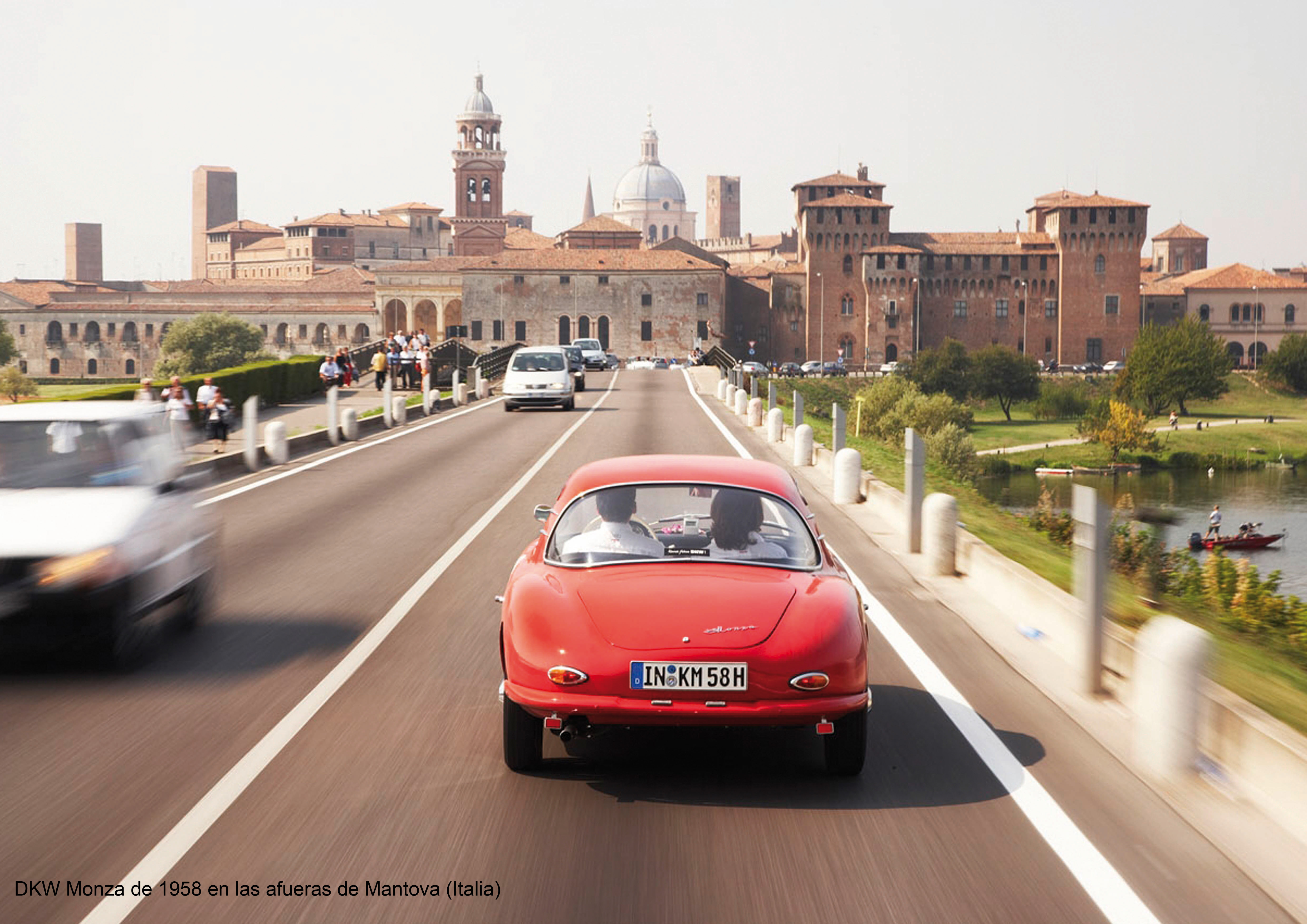 Auch in diesem Jahr mit von der Partie beim Gran Premio Nuvolari 2008:/DKW Monza, Baujahr 1958, bei der Anfahrt auf Mantua in Italien