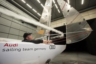 El equipo de vela alemán entrena  en el túnel de viento de Audi