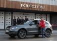 Los jugadores del FC Barcelona conducen el primer vehículo híbrido enchufable de Audi