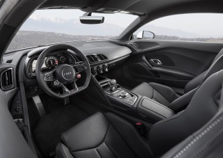 Audi_R8RWS_2018_Madrid_Coupe_Weiß_Interior_2