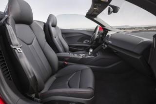 Audi_R8RWS_2018_Madrid_Spyder_Rot_Interior_1