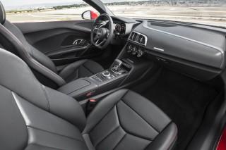 Audi_R8RWS_2018_Madrid_Spyder_Rot_Interior_3