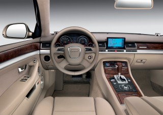 05_Audi-A8-con-MMI-2002