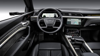 10_Audi-e-tron_2